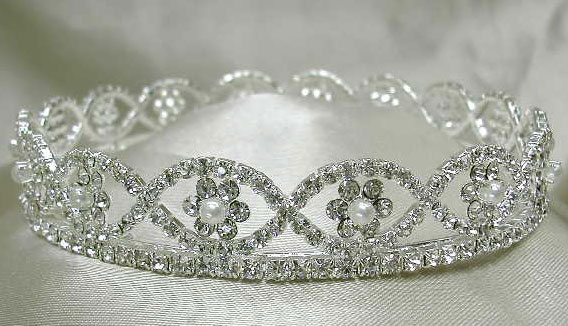 Full Crown With Pearls.